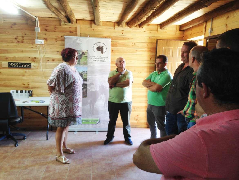 Begoña García destaca el trabajo de Caprivera para la recuperación de la cabra verata